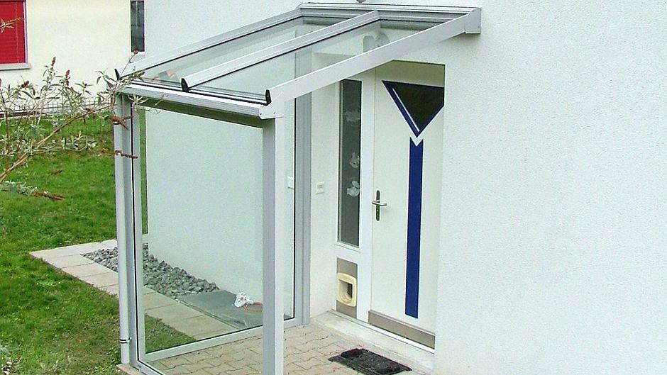 windfang oder vordach aus aluminium und glas luzern k ssnacht sticher. Black Bedroom Furniture Sets. Home Design Ideas