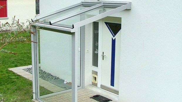 02-windfang-glas-aluminium-sticher